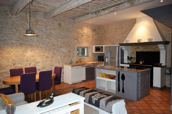 Appartement Kitchen and living room-La Bastide des Amouriers